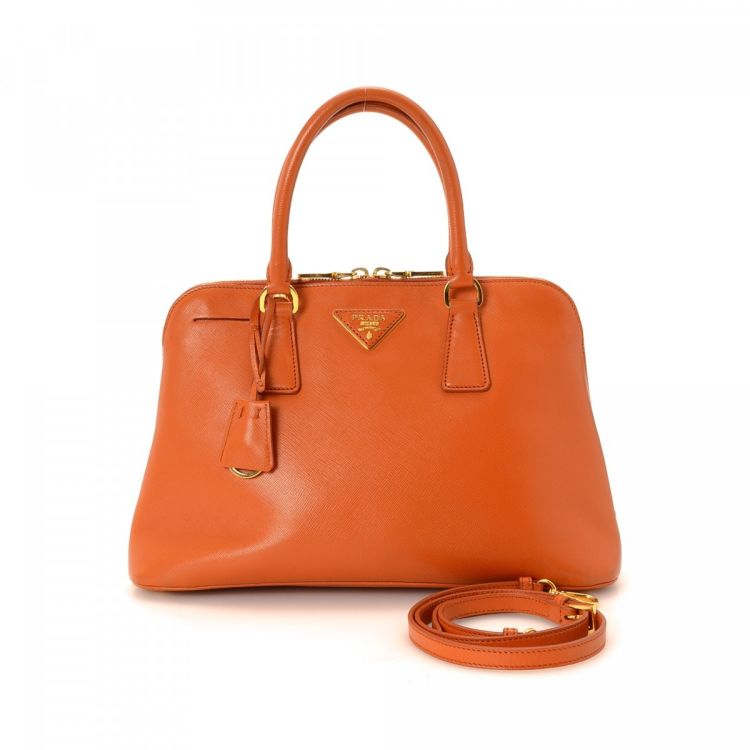 8a25350dfa0d The authenticity of this vintage Prada Two Way Bag handbag is guaranteed by  LXRandCo. Crafted in saffiano leather, this iconic pocketbook comes in  beautiful ...