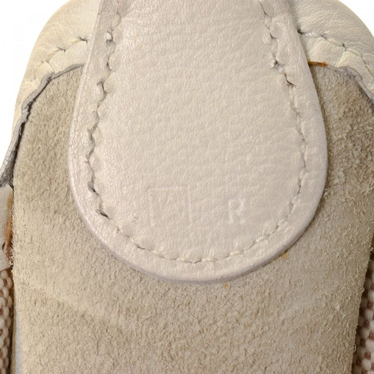 706ea3795da3 LXRandCo guarantees the authenticity of this vintage Hermès Vespa shoulder  bag. This chic purse in beautiful beige is made of canvas.