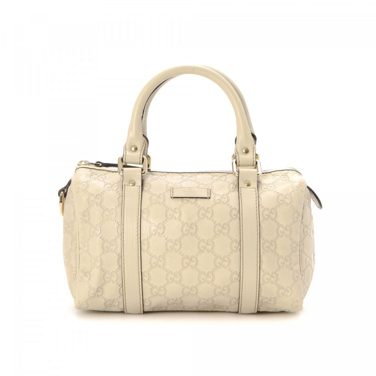 1b96f6f69432 The authenticity of this vintage Gucci Joy Boston Bag travel bag is  guaranteed by LXRandCo. This practical travel bag was crafted in guccissima  leather in ...