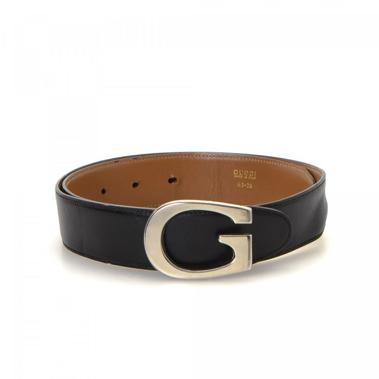 730d58d6fcd The authenticity of this vintage Gucci Reversible belt is guaranteed by  LXRandCo. This everyday belt in black is made of leather. Due to the vintage  nature ...
