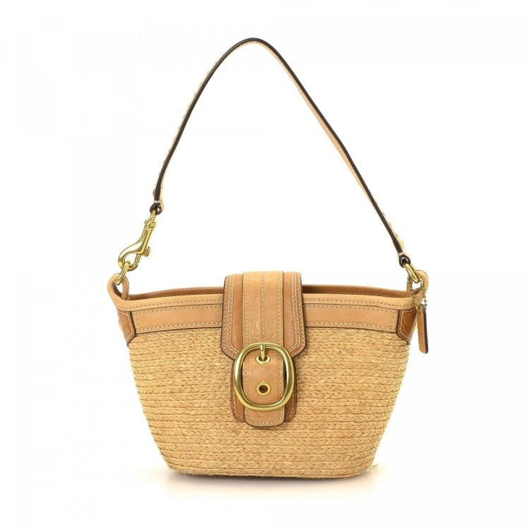 4e81d609ac11 The authenticity of this vintage Coach Small handbag is guaranteed by  LXRandCo. Crafted in raffia, this everyday bag comes in beautiful beige.