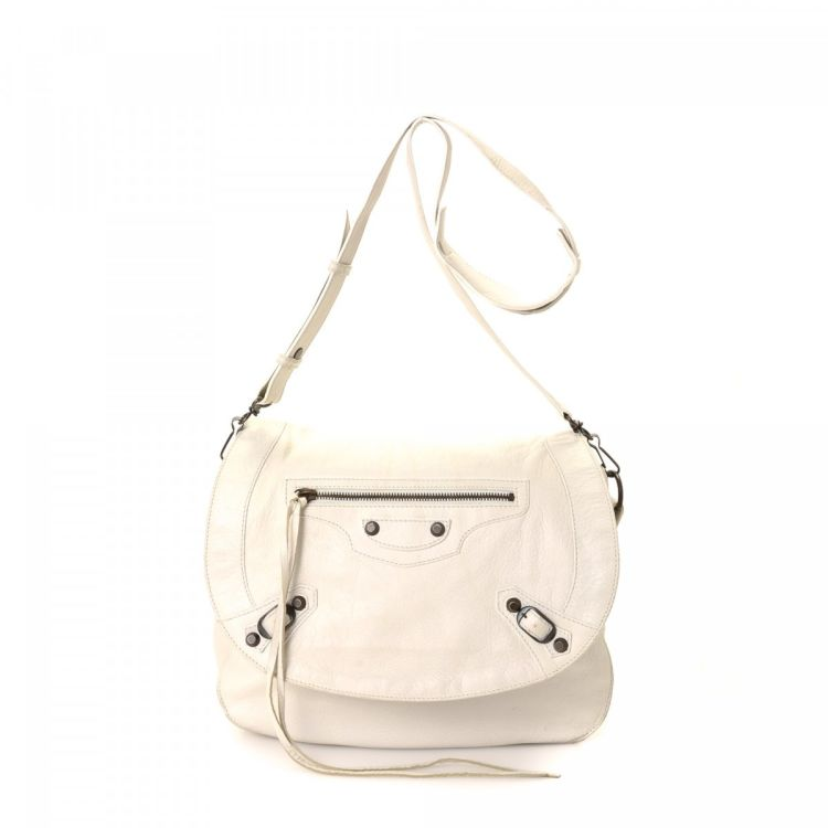 a5e8ade84cbdf The authenticity of this vintage Balenciaga Neo Folk messenger   crossbody  bag is guaranteed by LXRandCo. This iconic crossbody in white is made of  leather.