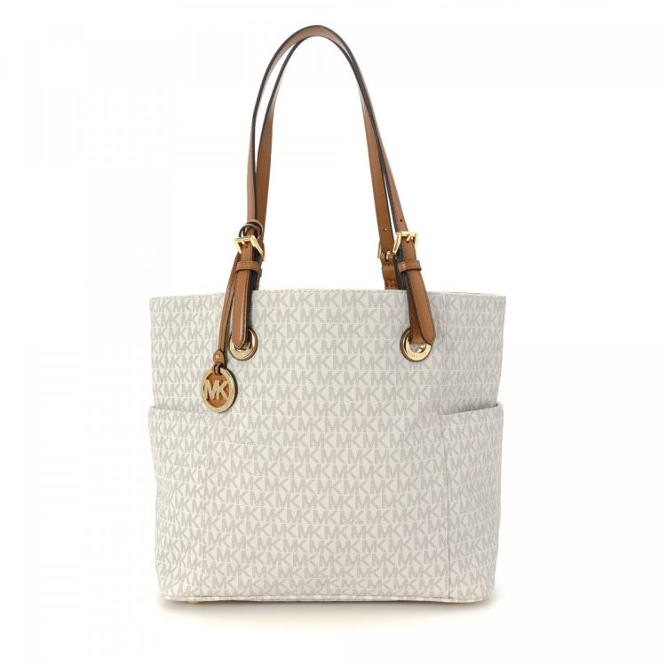 70edba7f9 The authenticity of this vintage Michael Kors Bag tote is guaranteed by  LXRandCo. This lovely large handbag in white is made in monogram coated  canvas.