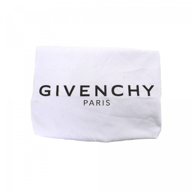 fd08f0756f1 The authenticity of this vintage Givenchy Tinhan Hobo Bag shoulder bag is  guaranteed by LXRandCo.