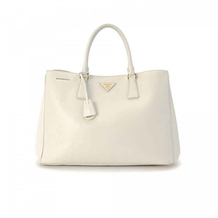 c92526636ccf ... italy lxrandco guarantees the authenticity of this vintage prada tote.  crafted in saffiano cross grain