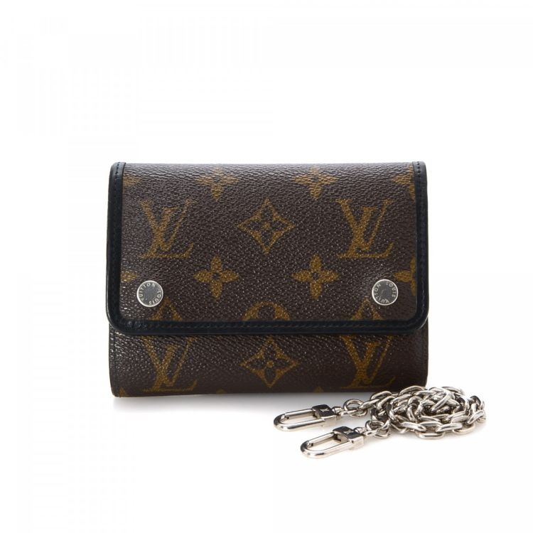 471f5e738b08 LXRandCo guarantees this is an authentic vintage Louis Vuitton Compact  wallet. This iconic billfold in beautiful brown is made in monogram macassar  coated ...