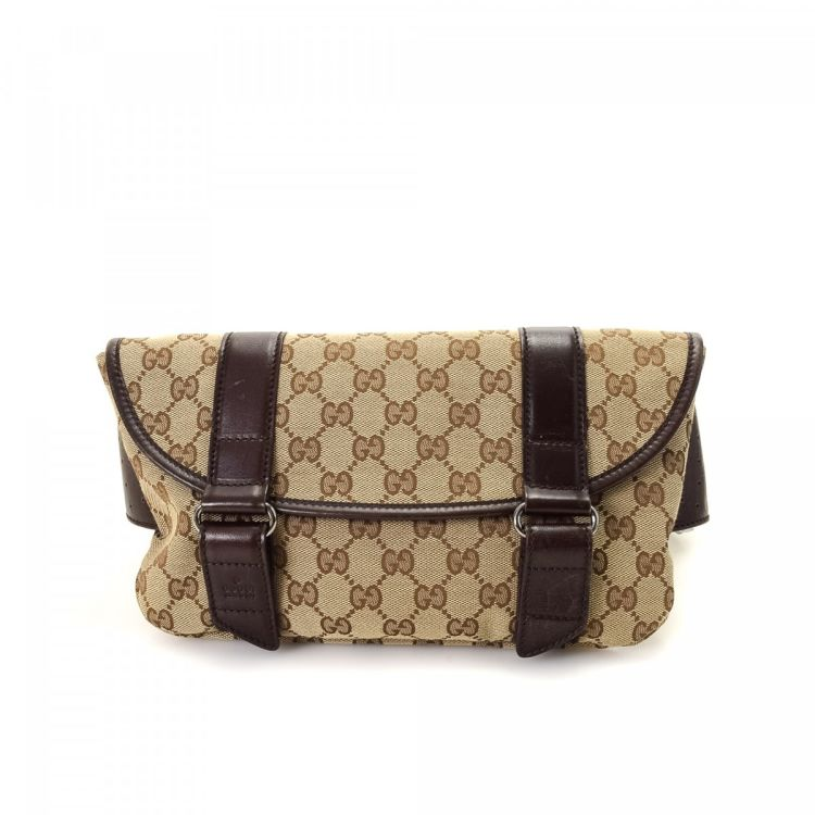 5fd26395f71c47 LXRandCo guarantees this is an authentic vintage Gucci Waist Pouch vanity  case & pouch. Crafted in gg canvas, this practical toiletry bag comes in  beige.