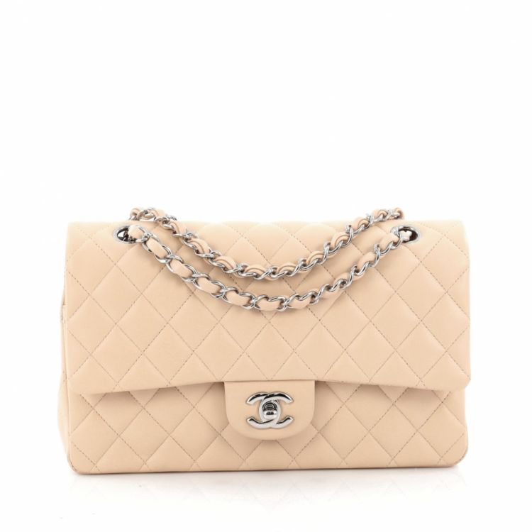 LXRandCo guarantees this is an authentic vintage Chanel Classic Double Flap  Bag Quilted Lambskin Medium handbag. Practical pocketbook. Good condition   (AB) 2806bb5daeaa6