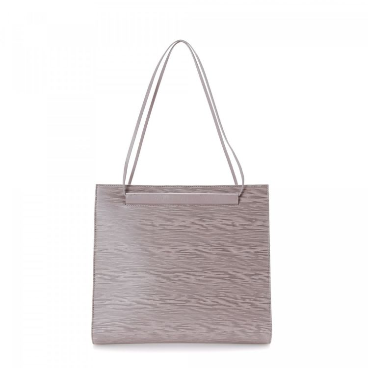 LXRandCo guarantees this is an authentic vintage Louis Vuitton Saint Tropez  shoulder bag. This luxurious bag in beautiful lilac is made in epi leather. f72e26a3194