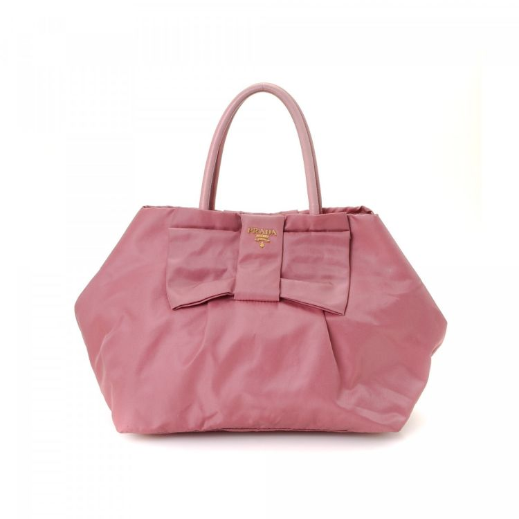 f44242befd99 LXRandCo guarantees this is an authentic vintage Prada tote. Crafted in  tessuto nylon