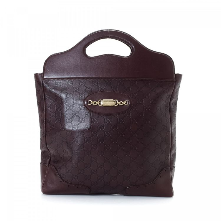 89c5b3912575 The authenticity of this vintage Gucci tote is guaranteed by LXRandCo. This  signature bag in aubergine is made in guccissima leather.