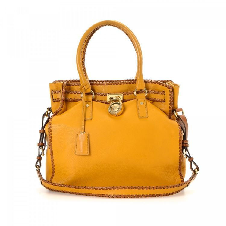 da08fd3304110d The authenticity of this vintage Michael Kors Hamilton Michael Kors tote is  guaranteed by LXRandCo. Crafted in leather, this stylish tote bag comes in  ...