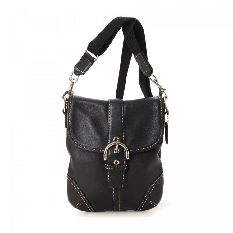 46129b1764c4 ... guarantees the authenticity of this vintage Coach Crossbody Bag  messenger   crossbody bag. Crafted in leather