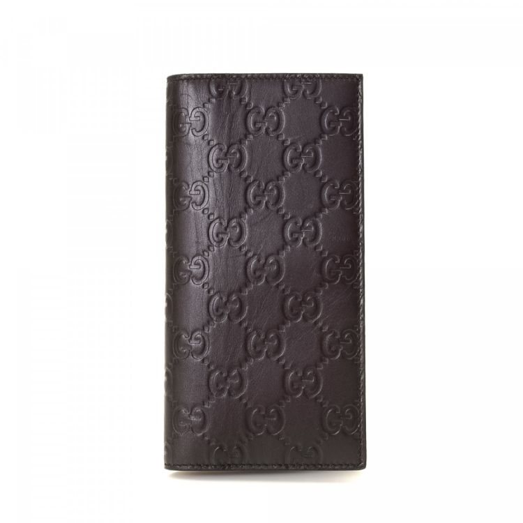 2032ab9b91c LXRandCo guarantees this is an authentic vintage Gucci wallet. Crafted in guccissima  leather, this stylish coin purse comes in black.