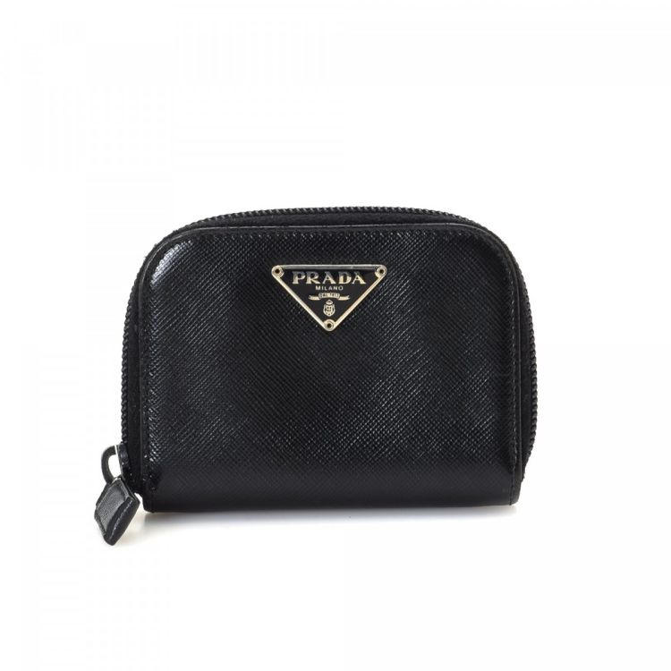 032f4682833f LXRandCo guarantees the authenticity of this vintage Prada Coin Purse wallet.  This lovely billfold was crafted in saffiano leather in beautiful black.