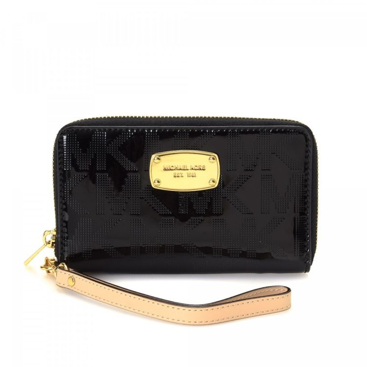 6d56ff22633b LXRandCo guarantees the authenticity of this vintage Michael Kors Zip  Around wallet. This sophisticated card holder was crafted in patent leather  in black.
