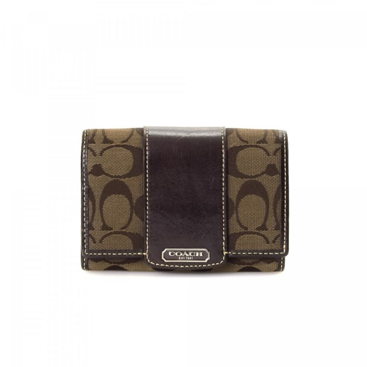 LXRandCo guarantees this is an authentic vintage Coach Compact wallet.  Crafted in jacquard canvas 84778431dcfc9