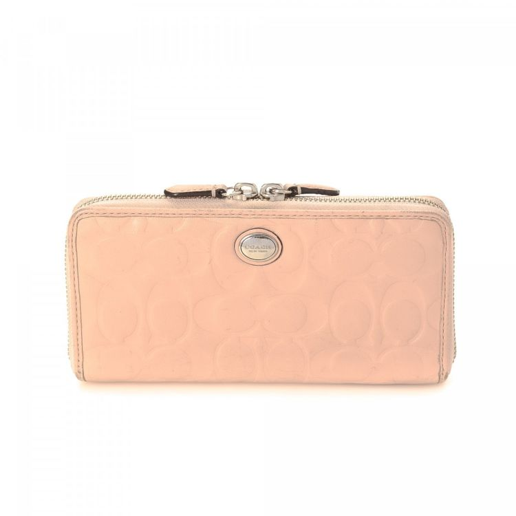 The authenticity of this vintage Coach Zip Long wallet is guaranteed by  LXRandCo. This classic card case was crafted in leather in beautiful light  pink. cef472825c4be