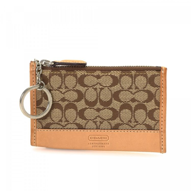 LXRandCo guarantees the authenticity of this vintage Coach Key Pouch key  holder. This luxurious key ring case was crafted in jacquard canvas in  beige. d8821606d41b3