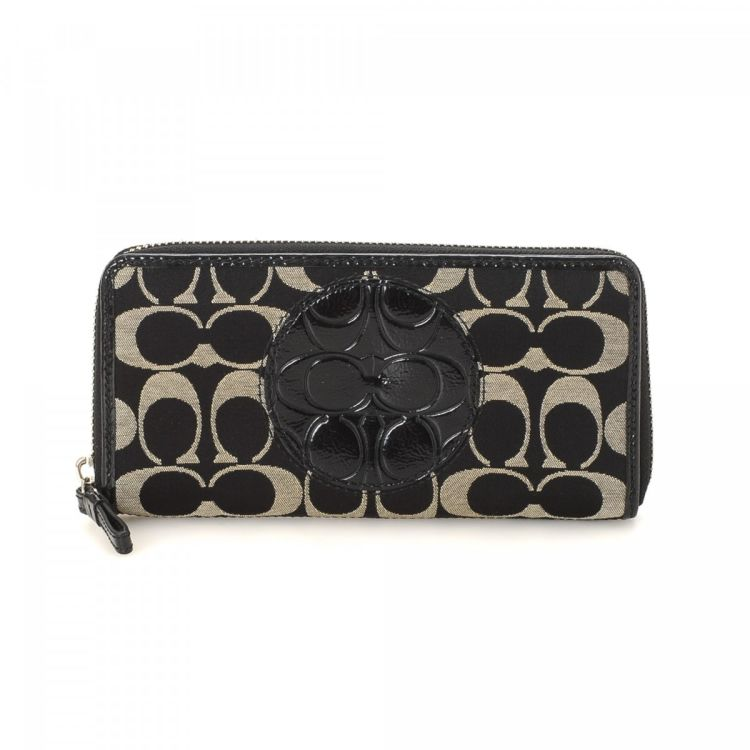 The authenticity of this vintage Coach Continental wallet is guaranteed by  LXRandCo. This luxurious coin purse in two-tone is made in jacquard canvas. 6eb9fdcc59781