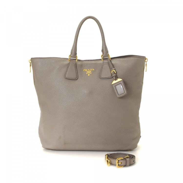 8e620fa405b1 The authenticity of this vintage Prada Two Way Bag handbag is guaranteed by  LXRandCo. Crafted in saffiano leather, this refined bag comes in grey.