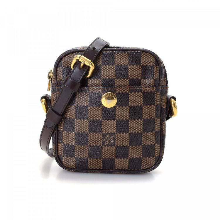 c201e3c9c3e7 LXRandCo guarantees this is an authentic vintage Louis Vuitton Pochette Rift  messenger   crossbody bag. Crafted in damier ebene coated canvas