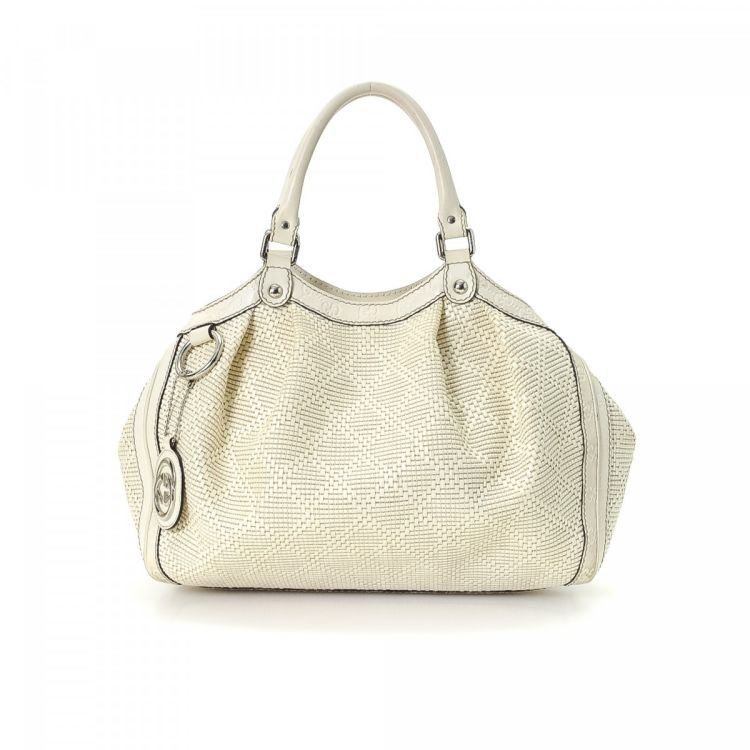 1e38620ba867 LXRandCo guarantees this is an authentic vintage Gucci Sukey tote. Crafted  in diamante raffia, this practical tote bag comes in white.