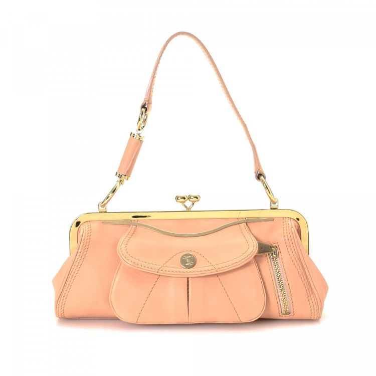 23bfdcf6f9394 LXRandCo guarantees the authenticity of this vintage Céline shoulder bag.  This practical pocketbook in beautiful pink is made of leather. Due to the  vintage ...