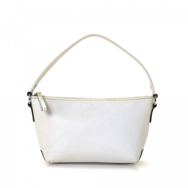 f94874cb9d888 LXRandCo guarantees the authenticity of this vintage Kate Spade handbag.  This chic purse was crafted in leather in beautiful white.
