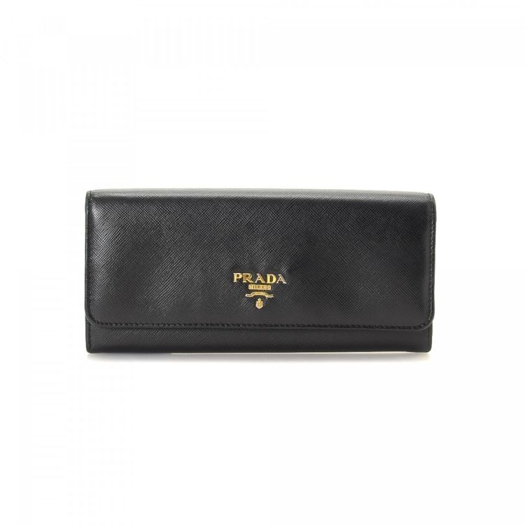 d09b6b5aae41 LXRandCo guarantees this is an authentic vintage Prada Long wallet. This  elegant card holder in beautiful black is made in saffiano leather.