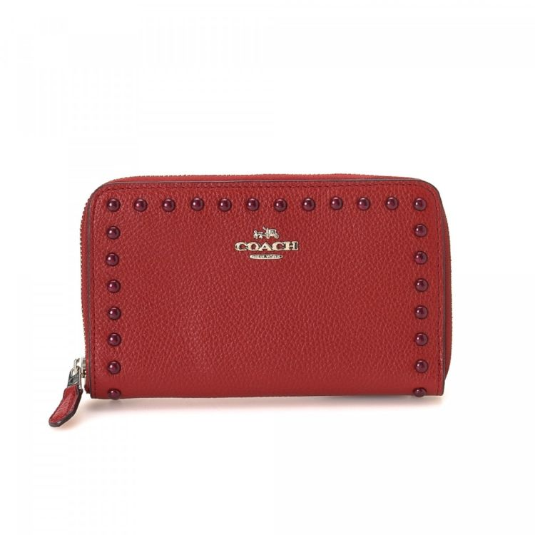 The authenticity of this vintage Coach Zip Around wallet is guaranteed by  LXRandCo. This signature wallet in red is made of coated canvas. 4e29f2ab8f026