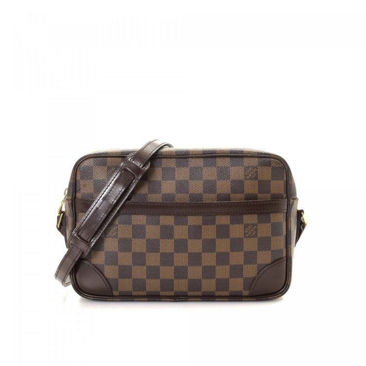 99849e840954 LXRandCo guarantees the authenticity of this vintage Louis Vuitton  Trocadero 27 messenger   crossbody bag. This practical saddle bag in brown  is made in ...