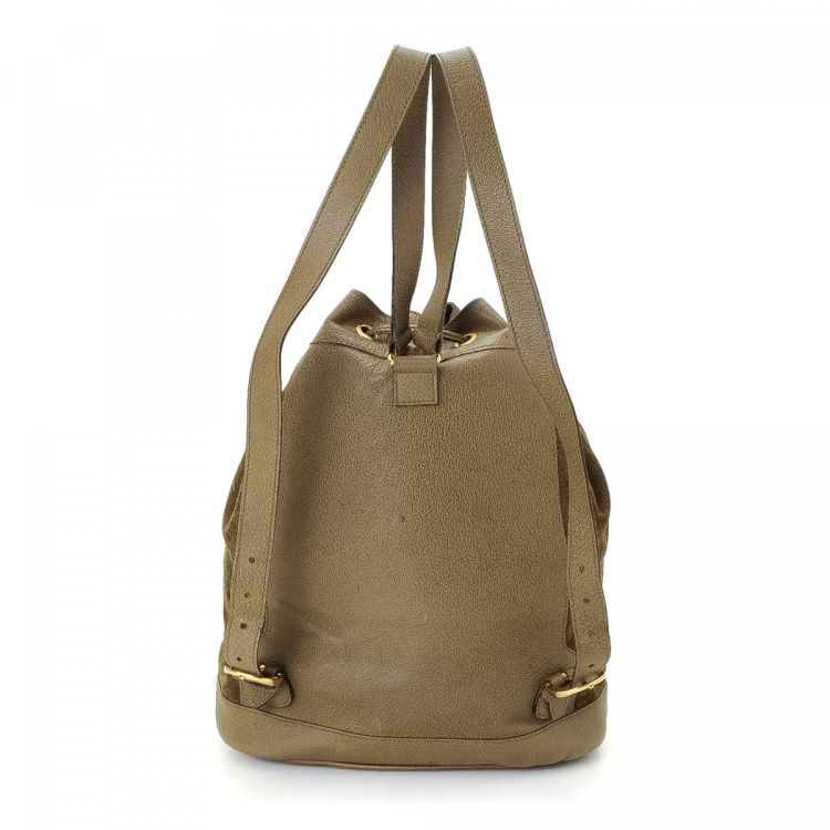 cc0ba7c45752 LXRandCo guarantees the authenticity of this vintage Gucci backpack. This  stylish pack in beautiful khaki is made in bamboo suede. Due to the vintage  nature ...