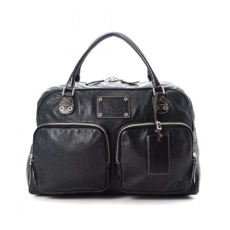 39e7deb82ad7 LXRandCo guarantees the authenticity of this vintage Gucci travel bag. This  exquisite satchel in black is made of leather. Due to the vintage nature of  this ...