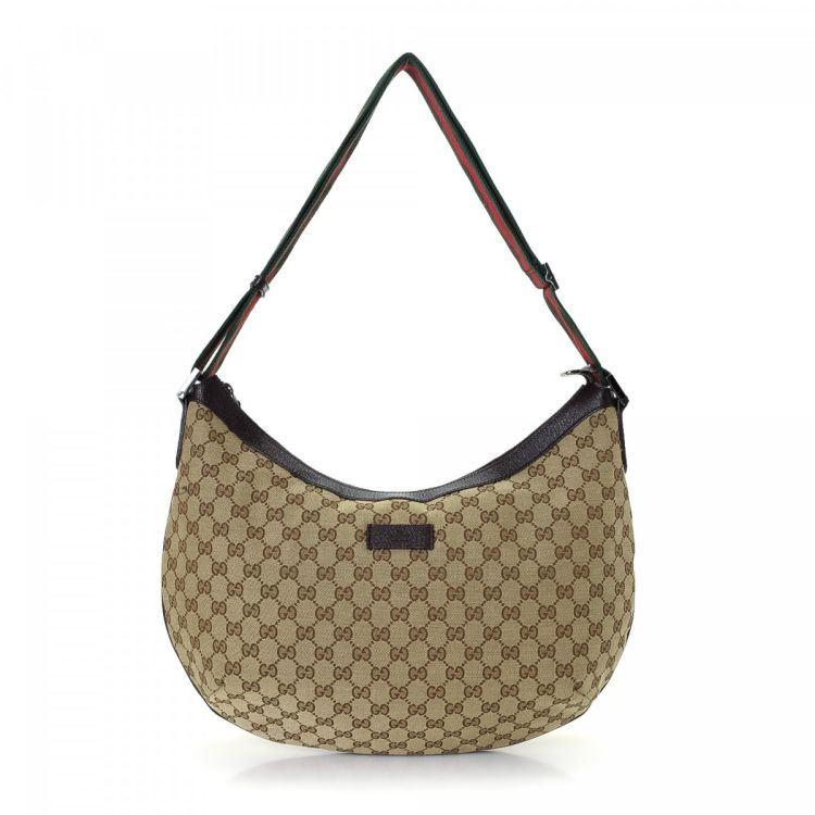e46212fd616 LXRandCo guarantees the authenticity of this vintage Gucci Hobo Bag  shoulder bag. This signature purse was crafted in gg canvas in beautiful  beige.