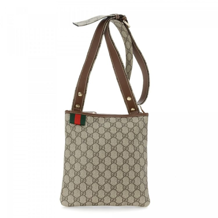 b0bd2be3087 LXRandCo guarantees this is an authentic vintage Gucci Crossbody Bag  messenger   crossbody bag. This refined pocketbook was crafted in gg supreme  coated ...
