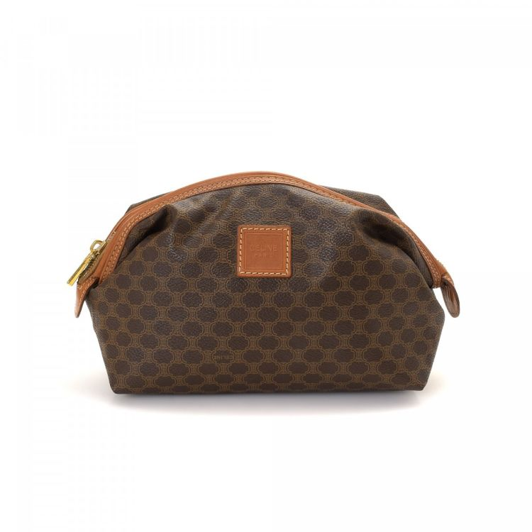d7e260378b54 ... of this vintage Céline Toiletry Pouch vanity case   pouch. This  signature makeup case was crafted in macadam coated canvas in beautiful  brown.