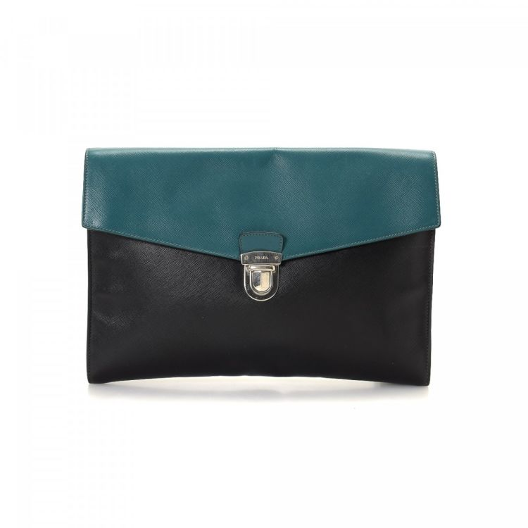 61ad4a6d2eee LXRandCo guarantees the authenticity of this vintage Prada Saffiano Bag  clutch. Crafted in saffiano leather, this signature evening bag comes in  beautiful ...
