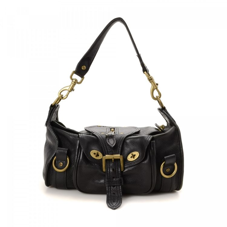 d3d8930bc98a LXRandCo guarantees this is an authentic vintage Mulberry Handbag shoulder  bag. This exquisite pocketbook in black is made of leather.