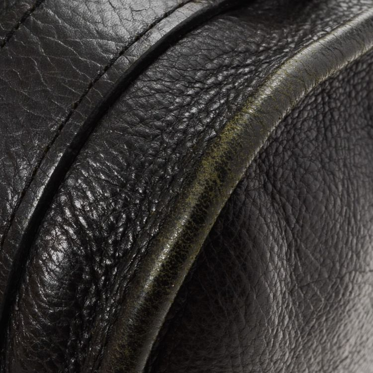 30ca3fbdec1 LXRandCo guarantees this is an authentic vintage Mulberry Handbag shoulder  bag. This exquisite pocketbook in black is made of leather.