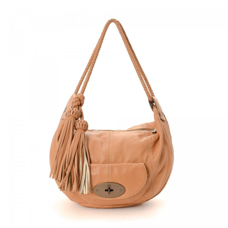 c36021912b LXRandCo guarantees the authenticity of this vintage Mulberry shoulder bag.  This luxurious purse in beige is made of leather. Due to the vintage nature  of ...