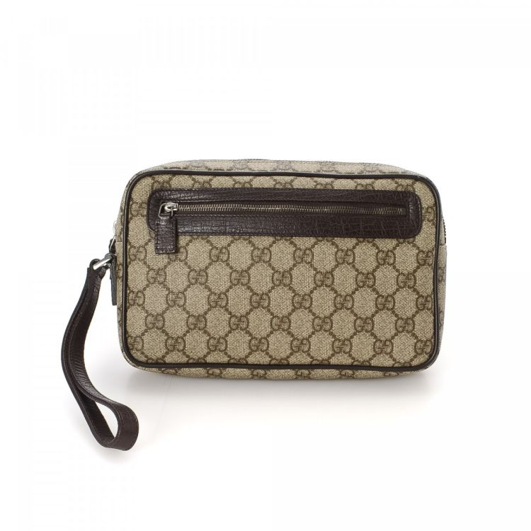 0d819b4e088 LXRandCo guarantees this is an authentic vintage Gucci Bag clutch. This  beautiful evening bag in beige is made in gg supreme coated canvas.