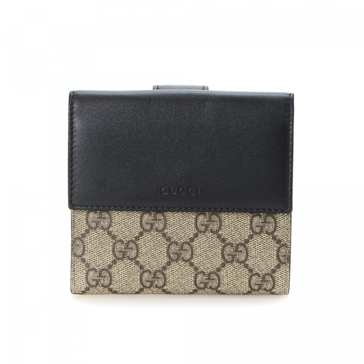 9a3c604781c LXRandCo guarantees the authenticity of this vintage Gucci Compact wallet.  Crafted in gg supreme coated canvas