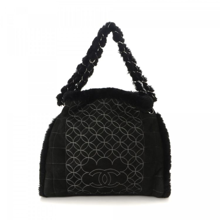 4b0de1270f71 The authenticity of this vintage Chanel Double Chain shoulder bag is  guaranteed by LXRandCo. This beautiful bag in black is made in matelasse  sheepskin.