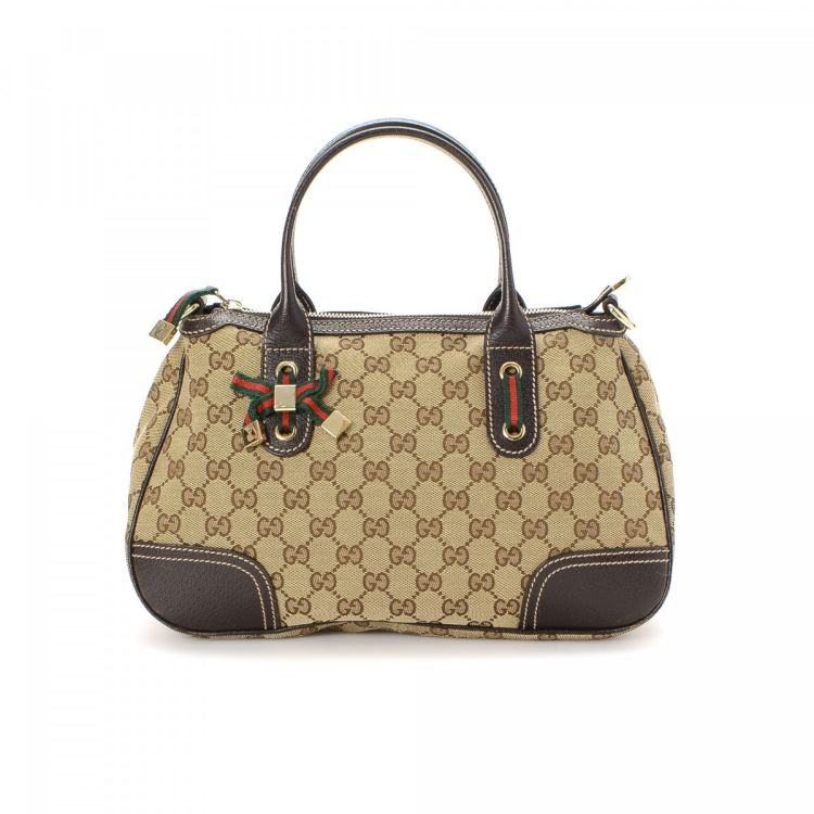 457c1ea09e4 The authenticity of this vintage Gucci handbag is guaranteed by LXRandCo.  This exquisite purse was crafted in gg canvas in beige. Due to the vintage  nature ...