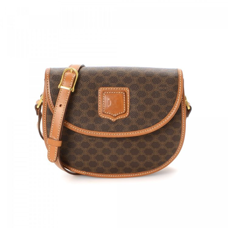 5d03cf5422a39 LXRandCo guarantees this is an authentic vintage Céline shoulder bag. This  practical pocketbook in brown is made in macadam coated canvas. Due to the  ...