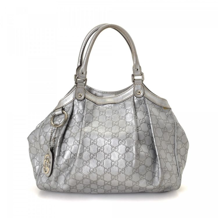 4953dd21779d LXRandCo guarantees the authenticity of this vintage Gucci Sukey tote. This  iconic tote in silver is made in guccissima leather. Due to the vintage  nature ...