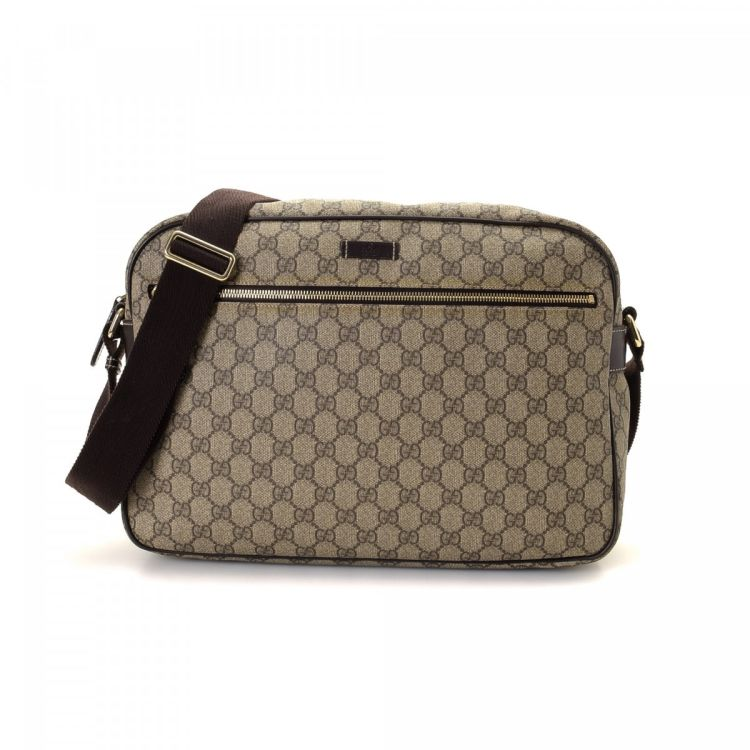 The authenticity of this vintage Gucci GG Supreme shoulder bag is  guaranteed by LXRandCo. This elegant bag was crafted in gg supreme coated  canvas in brown. cbc62a5c5519f