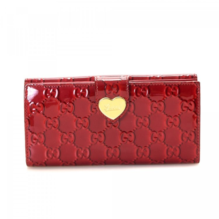 b9845a12e61 LXRandCo guarantees the authenticity of this vintage Gucci Patent Heart  Continental wallet. Crafted in guccissima patent leather