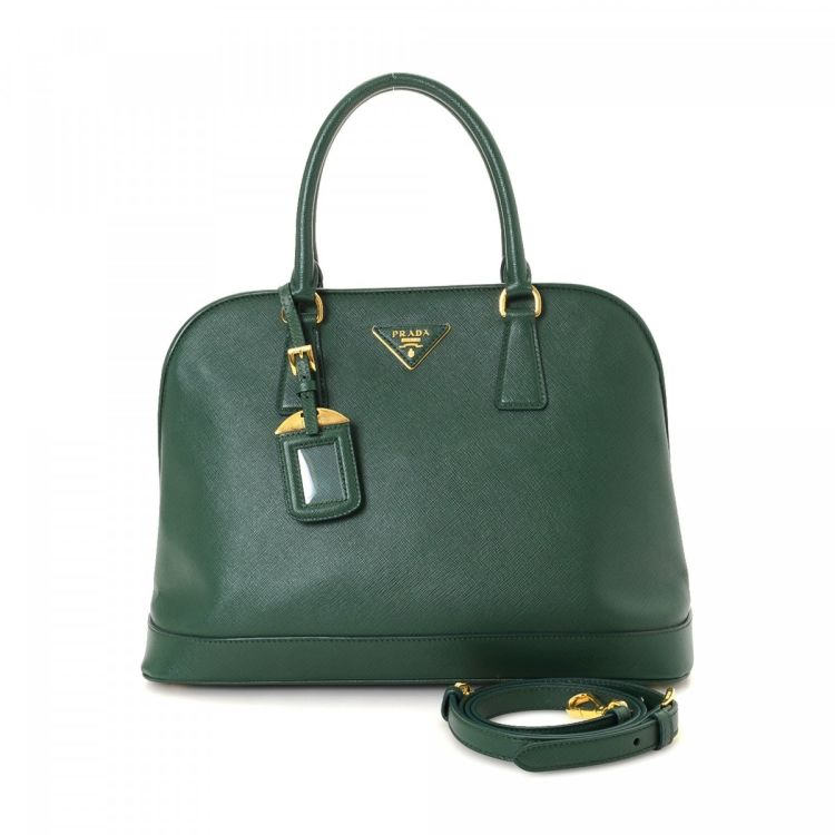5096191657a4 The authenticity of this vintage Prada Two Way handbag is guaranteed by  LXRandCo. Crafted in saffiano leather, this luxurious purse comes in green.